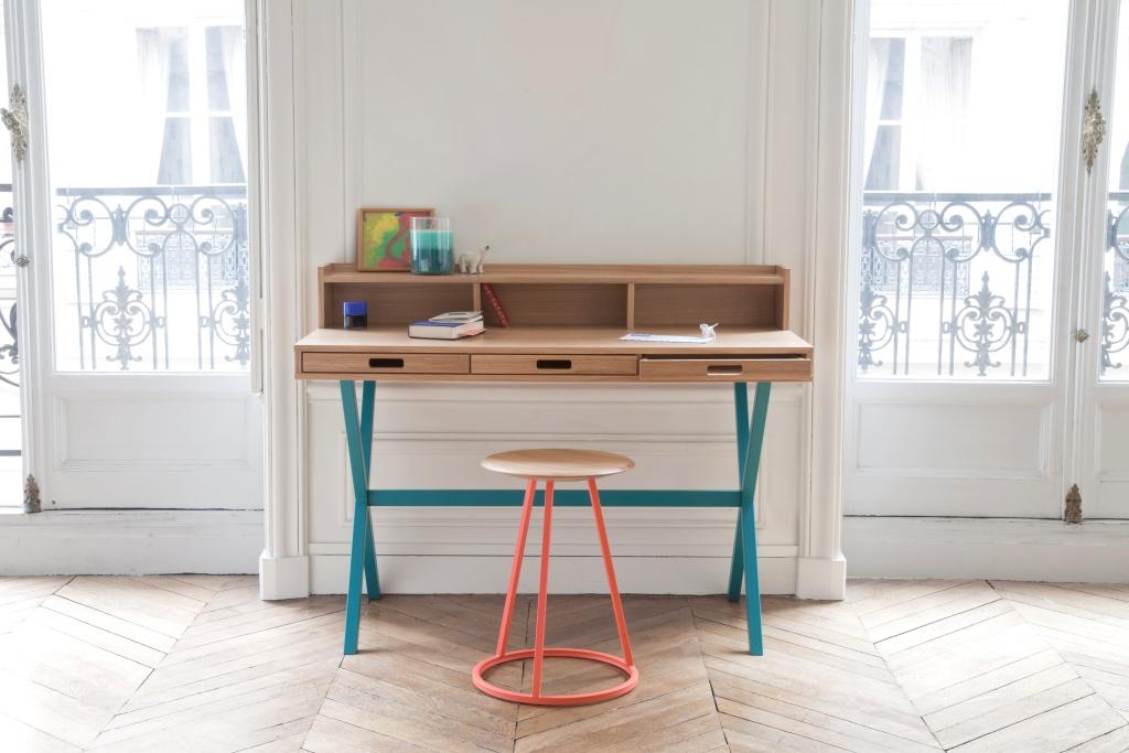 Pracovní stůl se třemi zásuvkami