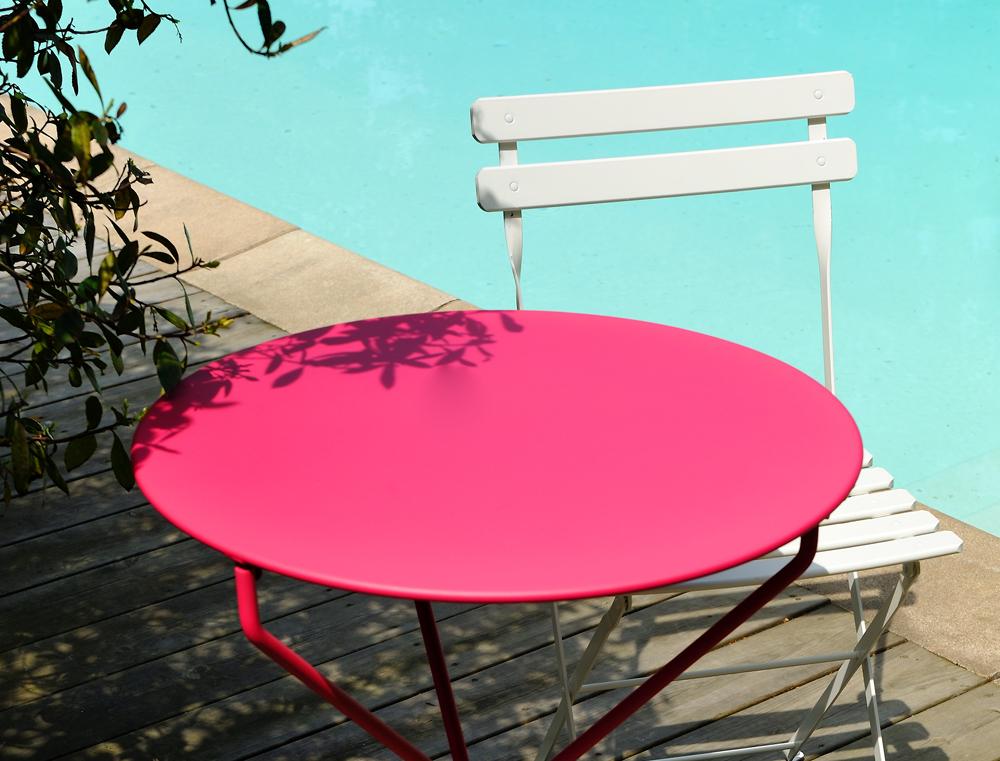 lehký kovový skládací stolek